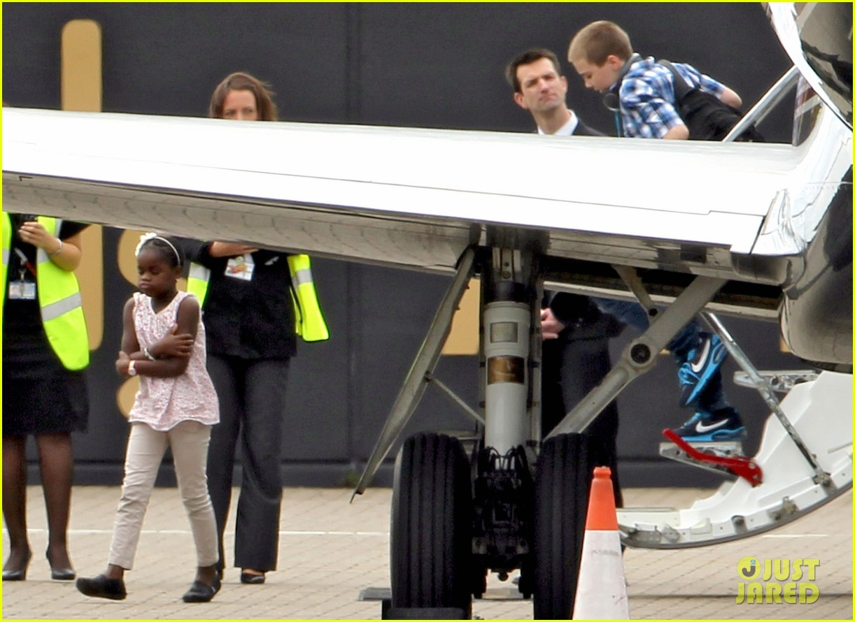madonna landing in london 18