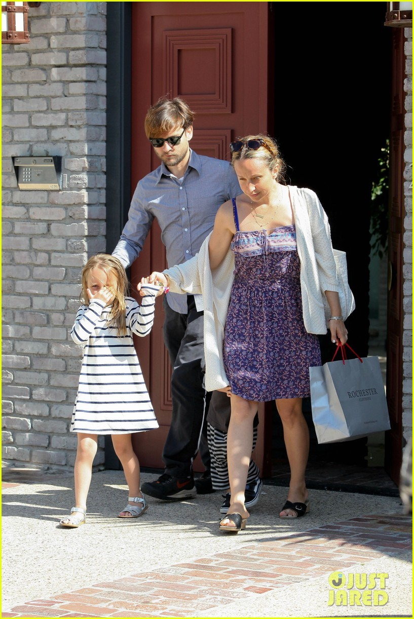 tobey maguire fathers day party 07