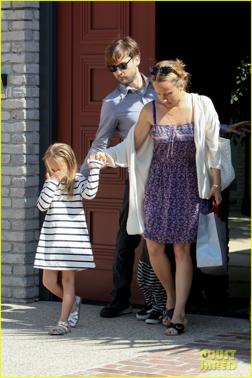 tobey maguire fathers day party 09