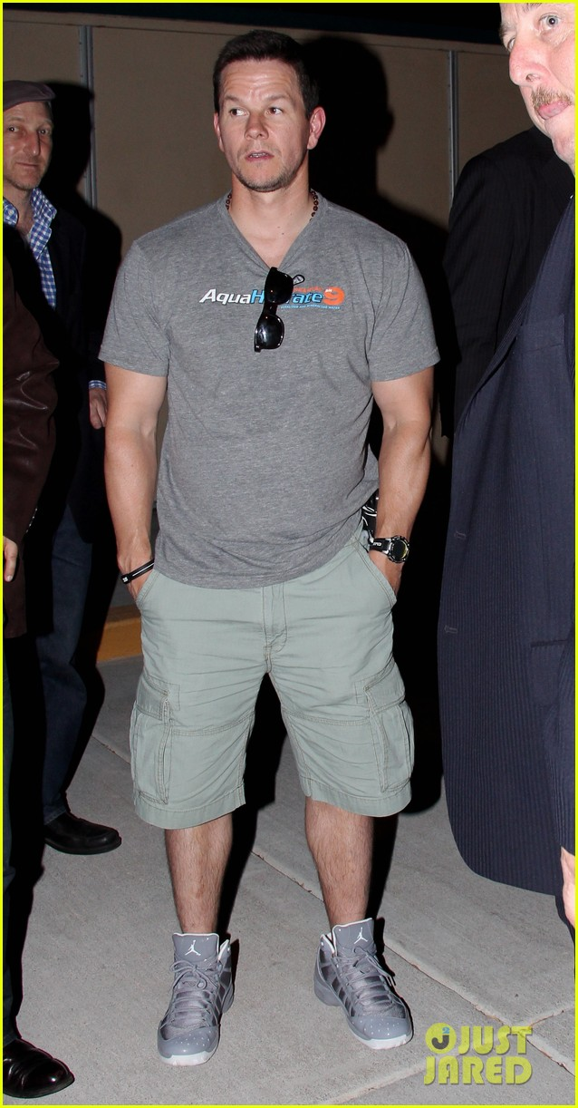 mark wahlberg jeremy renner leave mgm grand 07