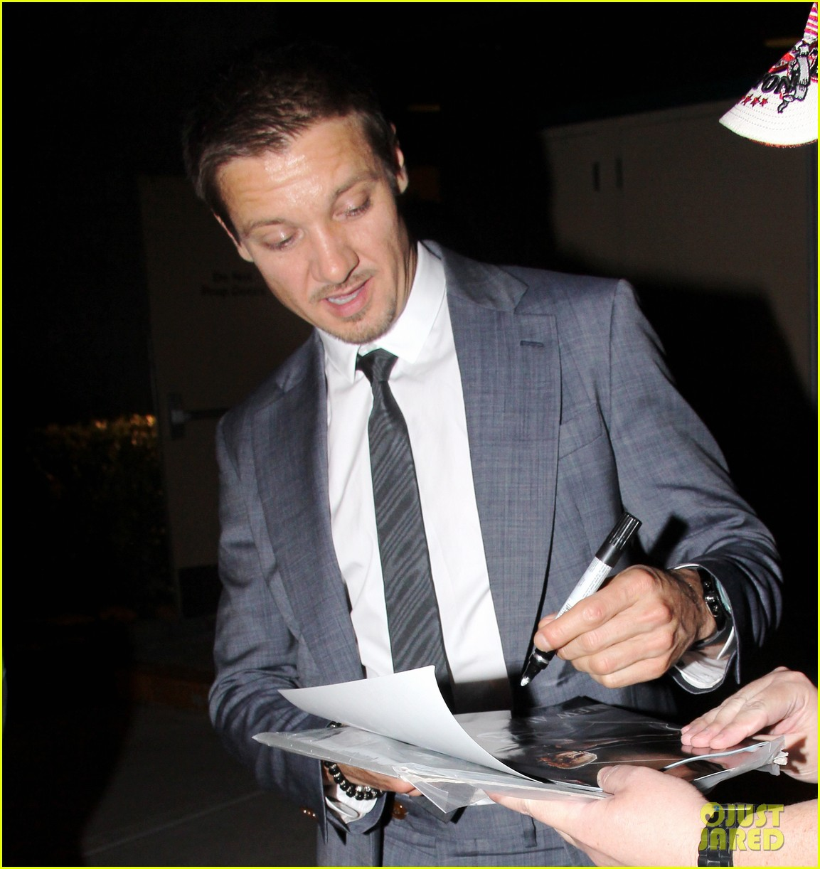 mark wahlberg jeremy renner leave mgm grand 08