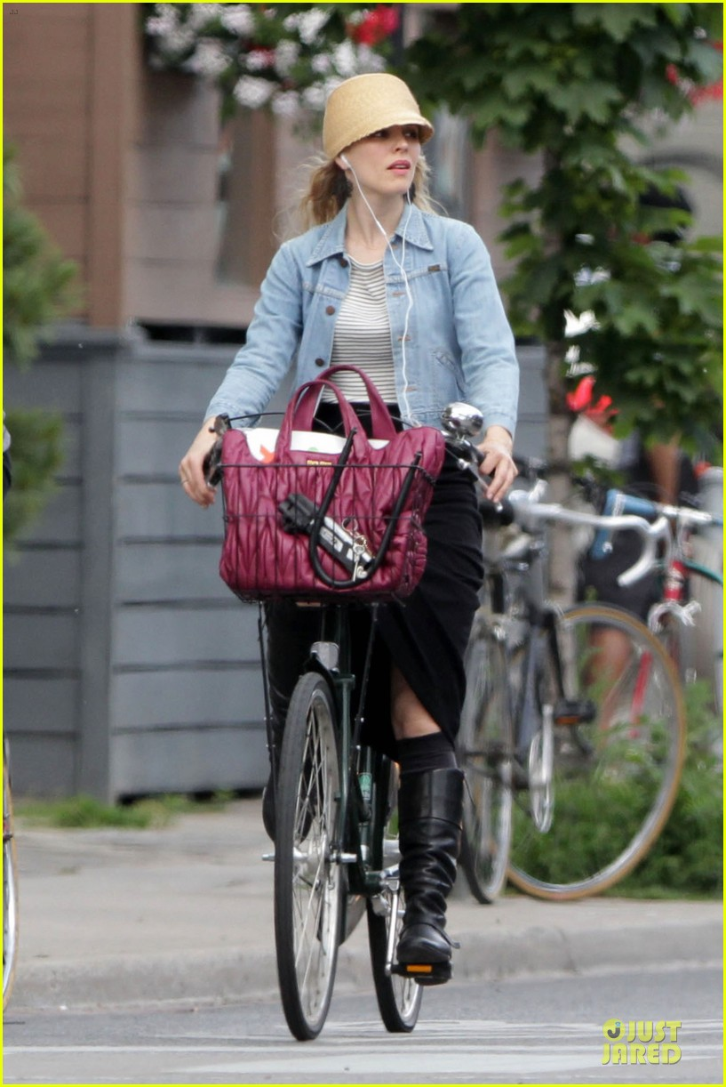 rachel mcadams bike toronto 03