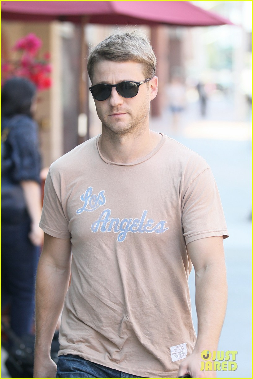 ben mckenzie friday stroll 02