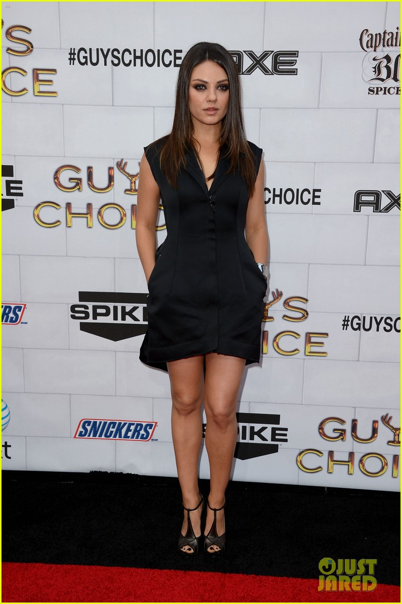 mila kunis guys choice awards 2012 julianne hough 11
