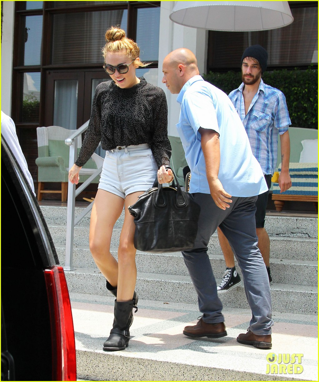 miley cyrus leaving hotel rumours 07