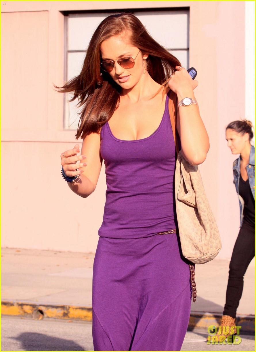 minka kelly leaving byron tracy 03