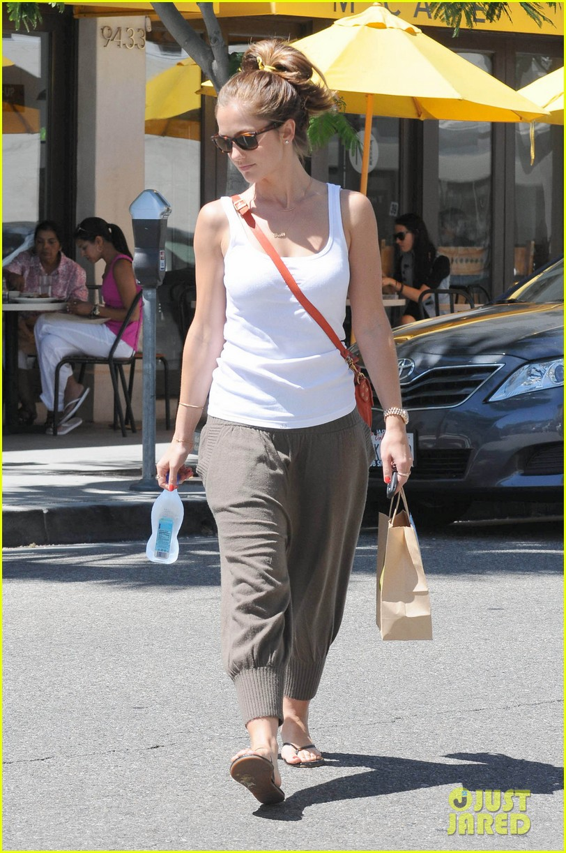 minka kelly m cafe 10