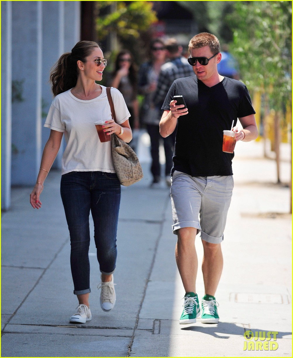 minka kelly carrying package 11