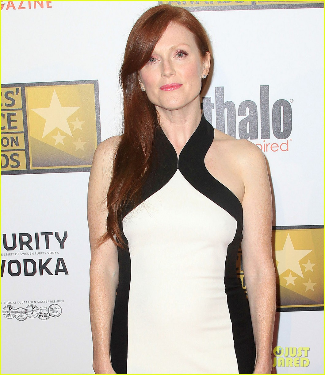 julianne moore critics choice television awards 2012 01