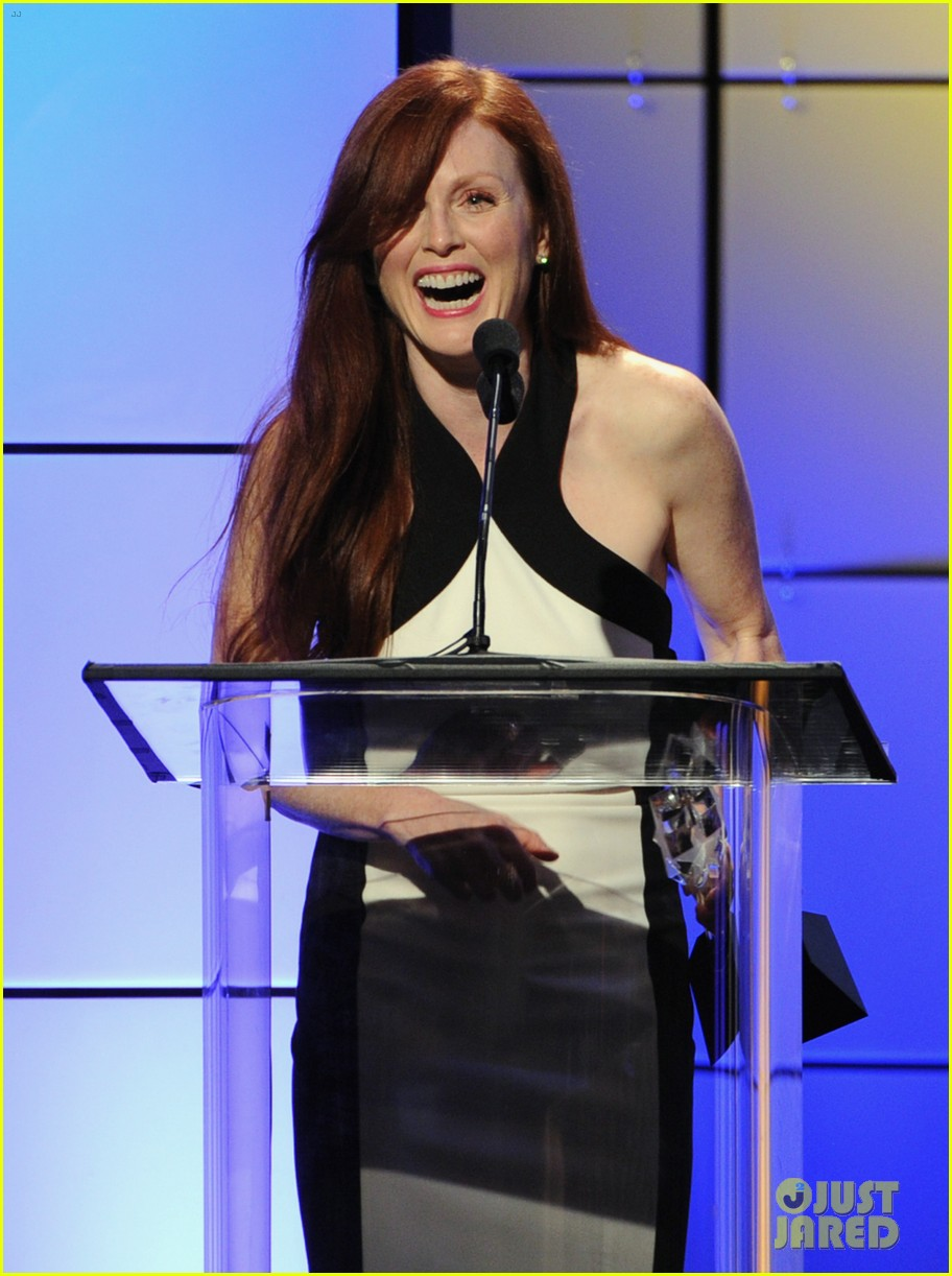 julianne moore critics choice television awards 2012 05