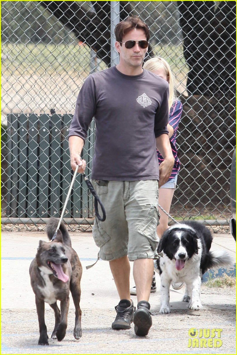 stephen moyer walking dogs with lilac 122669937