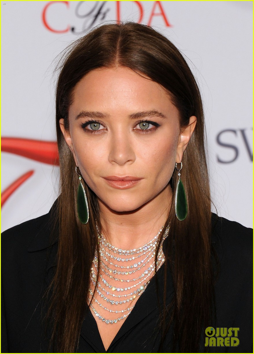mary kate ashley olsen cfda fashion awards 2012 02