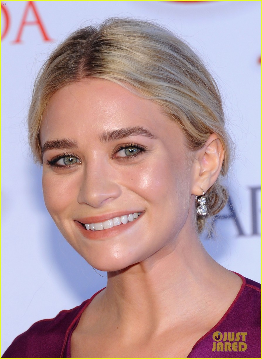 mary kate ashley olsen cfda fashion awards 2012 04