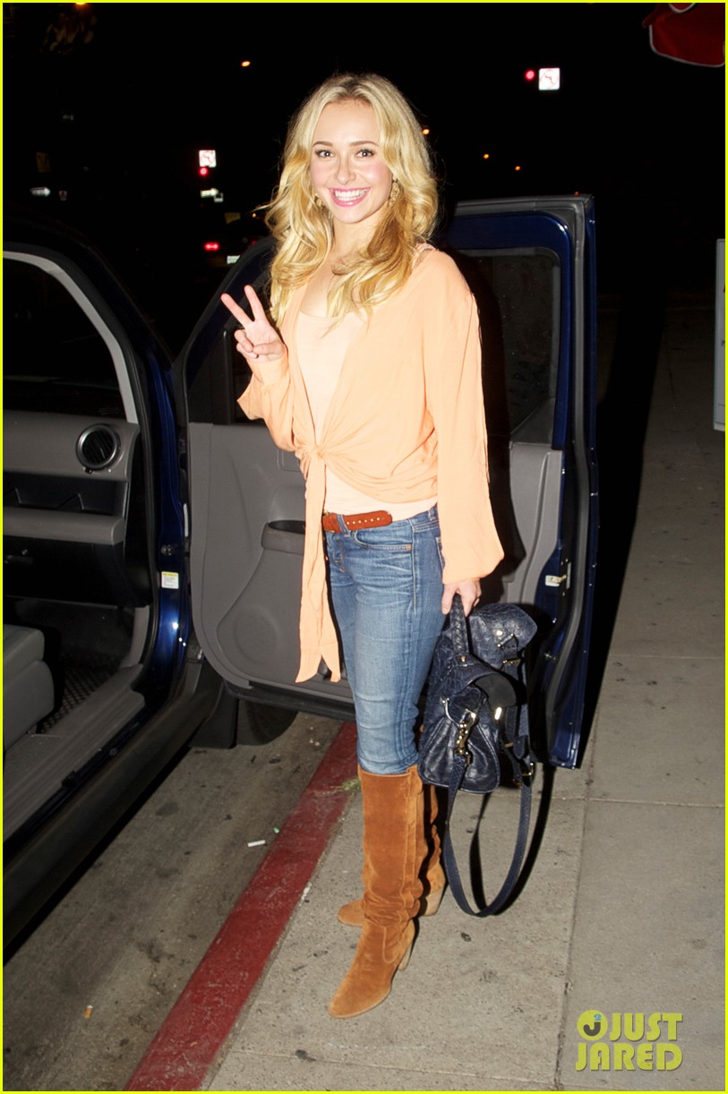hayden panettiere peace out pikey bar 01