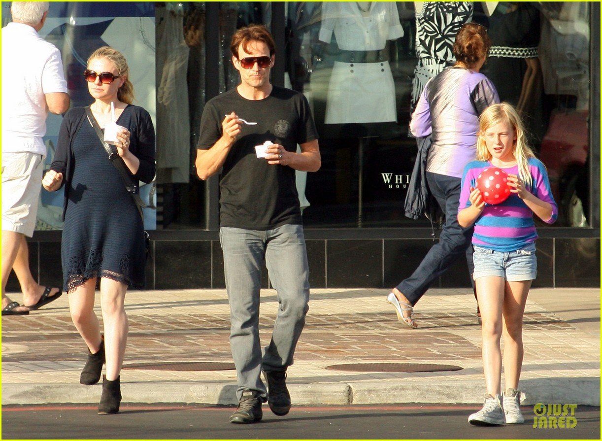 anna paquin pregnant pinkberry 06