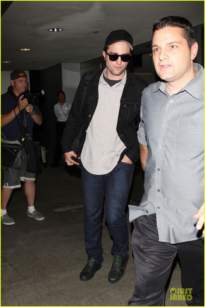 robert pattinson lax landing 04