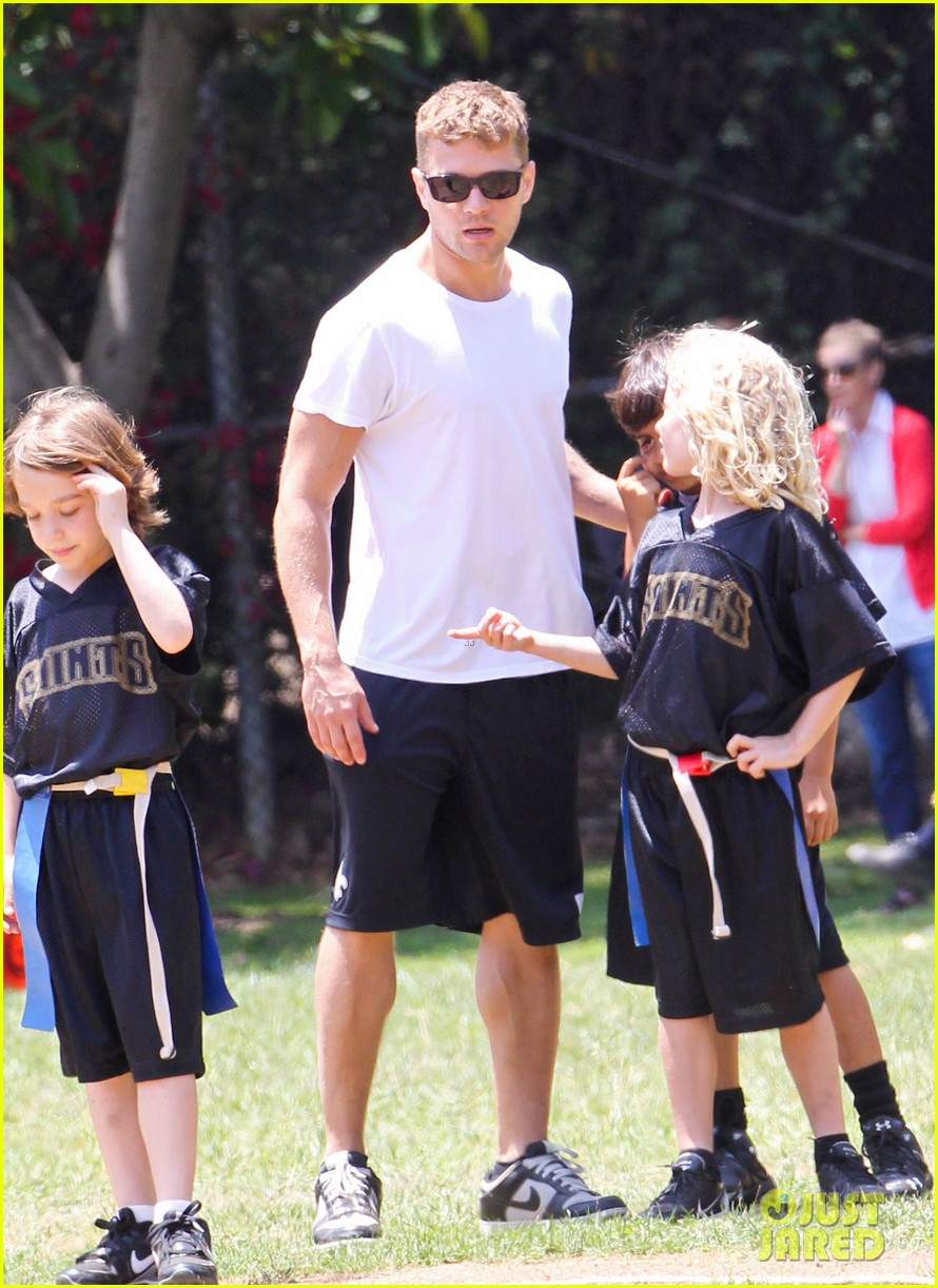 ryan phillippe reveals toned abs at deacons game 14