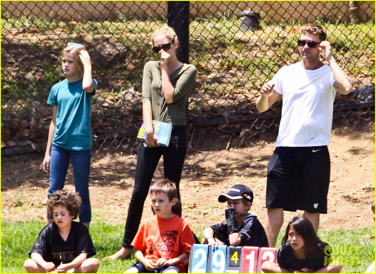 ryan phillippe reveals toned abs at deacons game 20