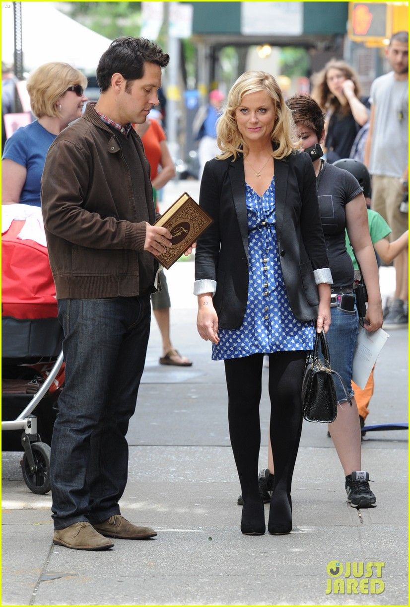 amy poehler they came together set with paul rudd 05