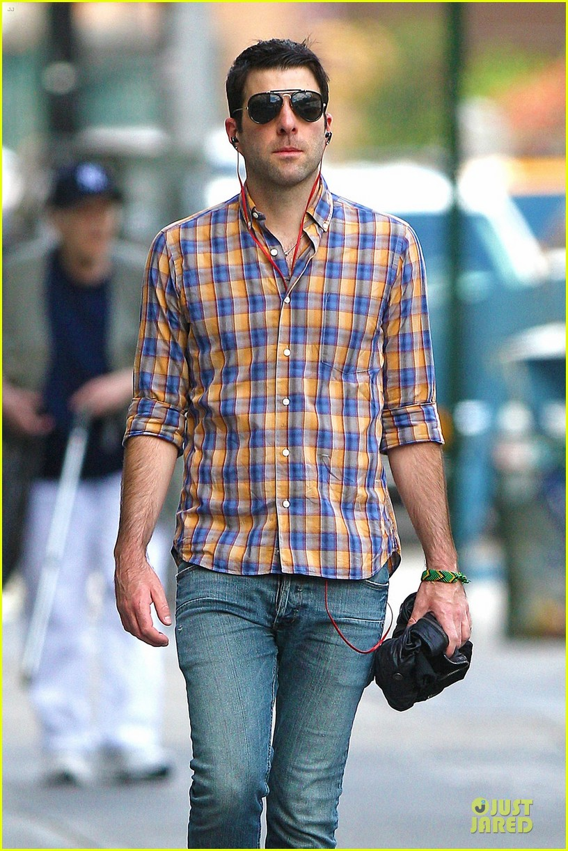 zachary quinto headphones west village 02