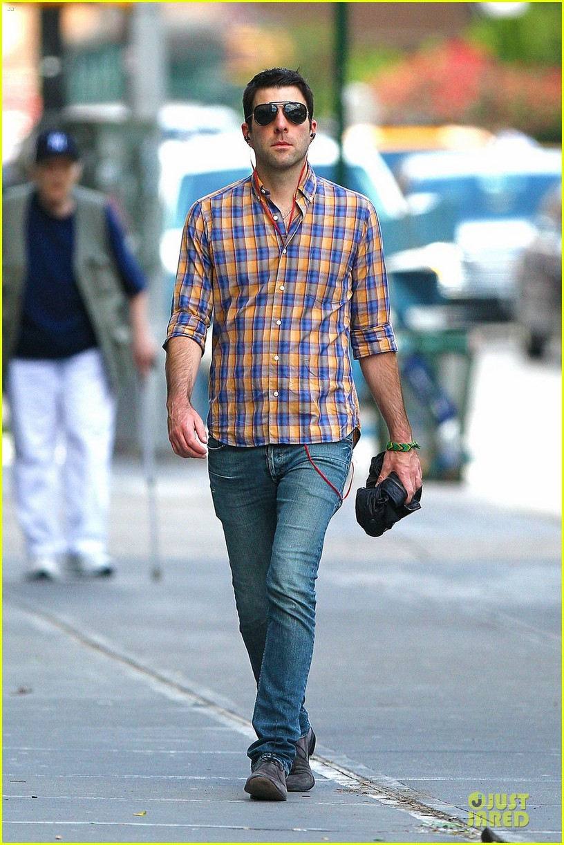 zachary quinto headphones west village 03
