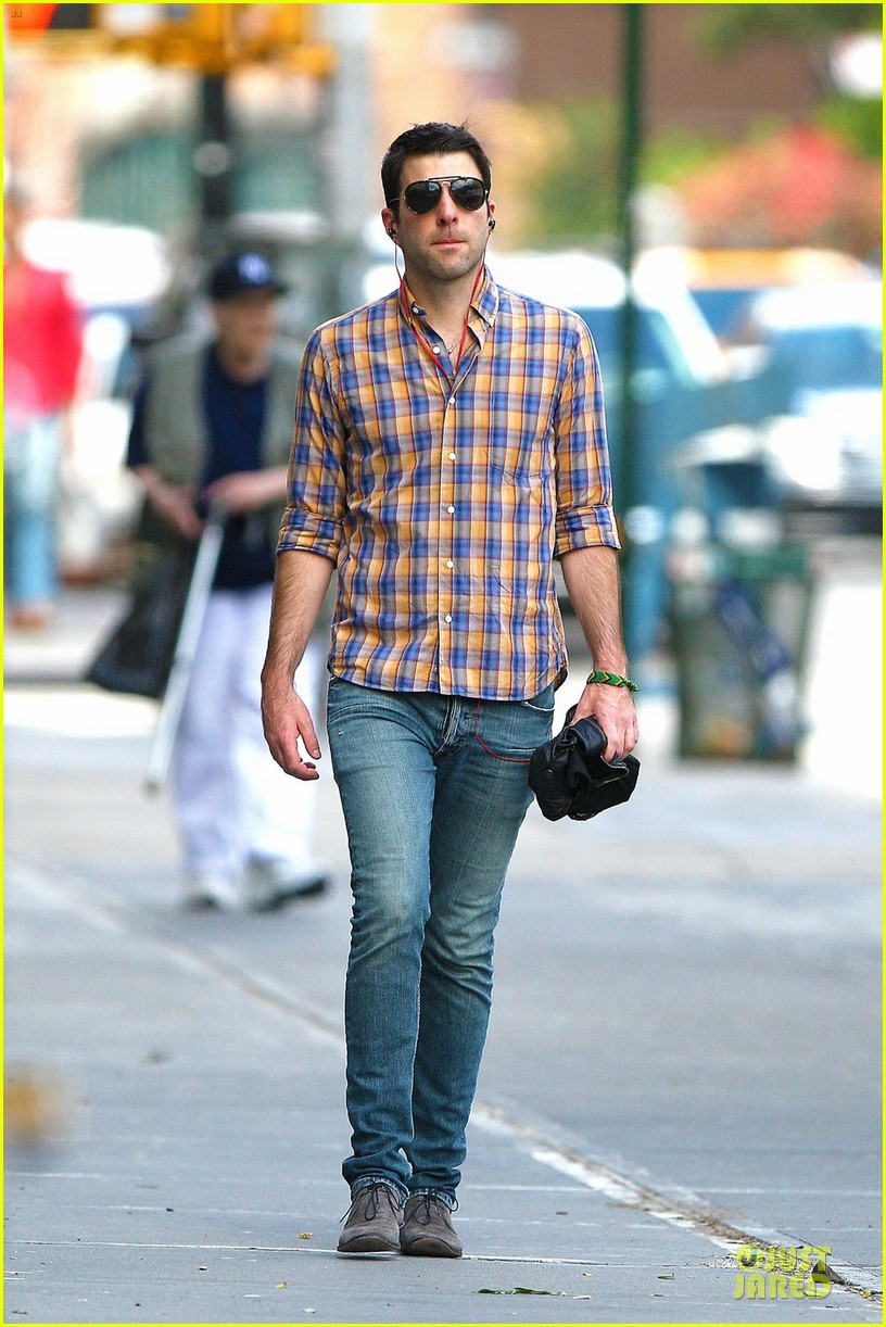 zachary quinto headphones west village 05
