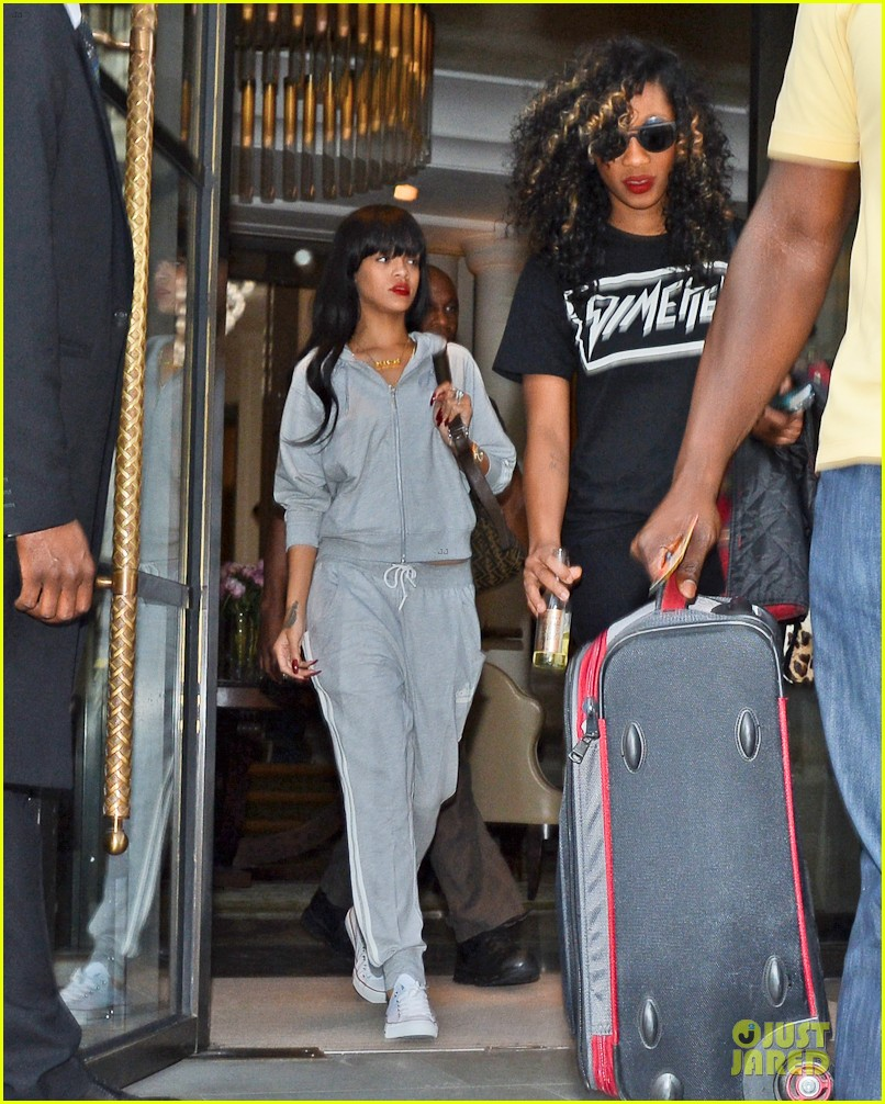 rihanna grey sweats london hotel 02