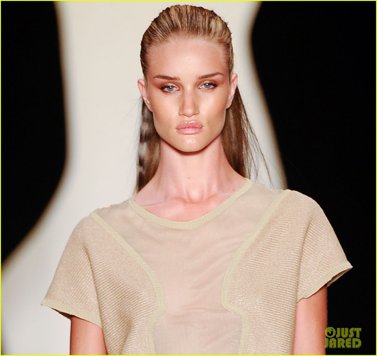 rosie huntington whiteley runway sao paulo 01