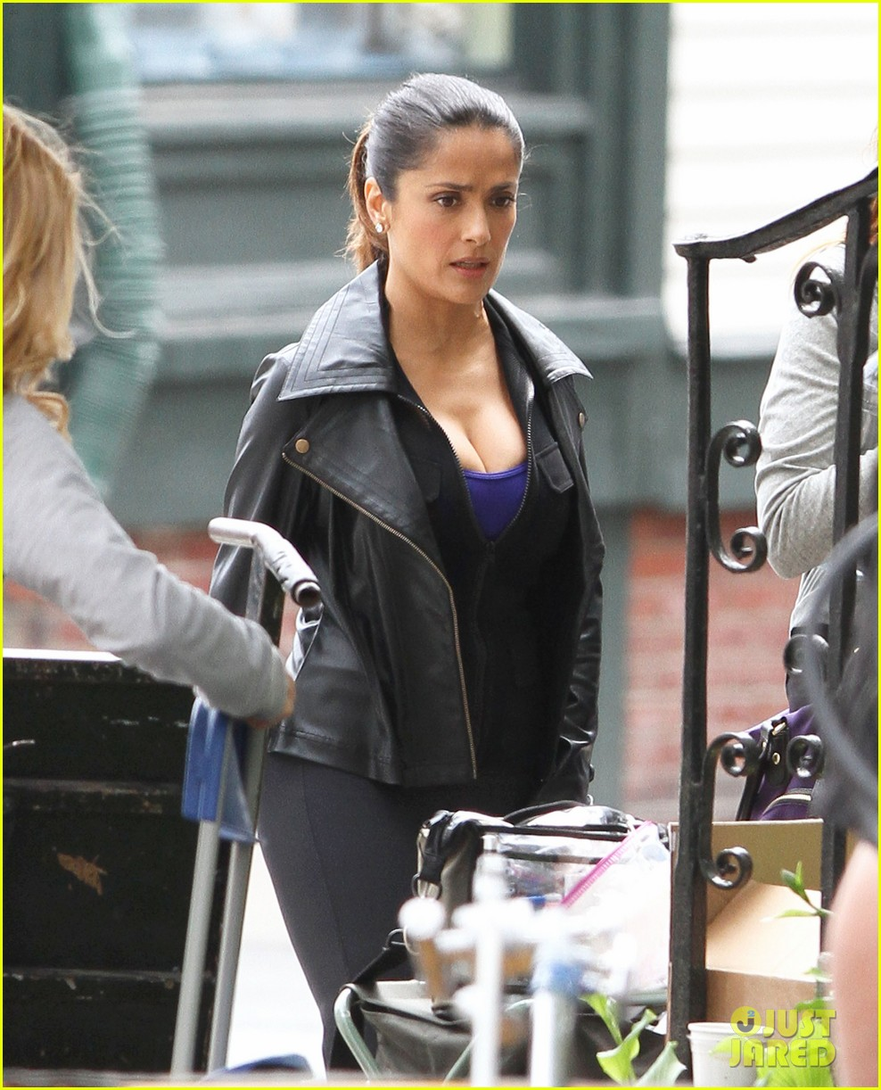 salma hayek grownups set with valentina 05