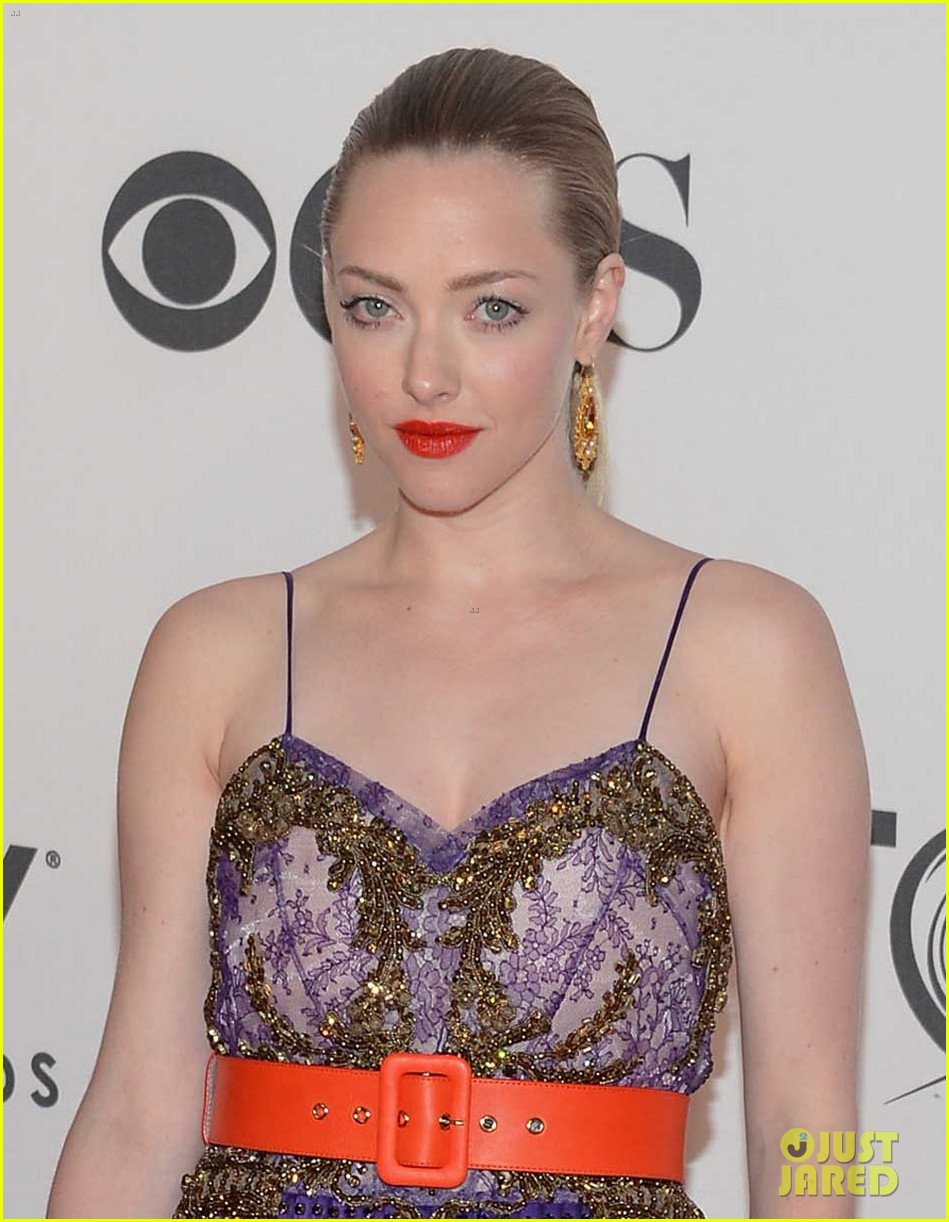 amanda seyfried tony awards 2012 red carpet 02