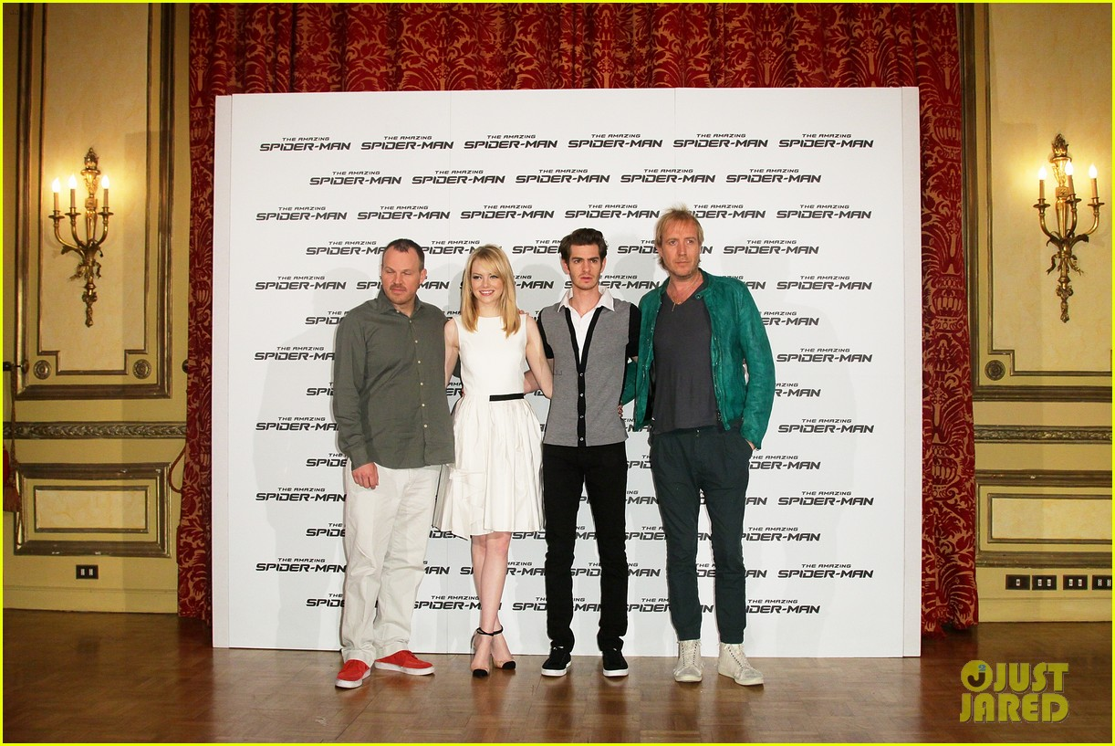 emma stone andrew garfield spider man italy photo call 01
