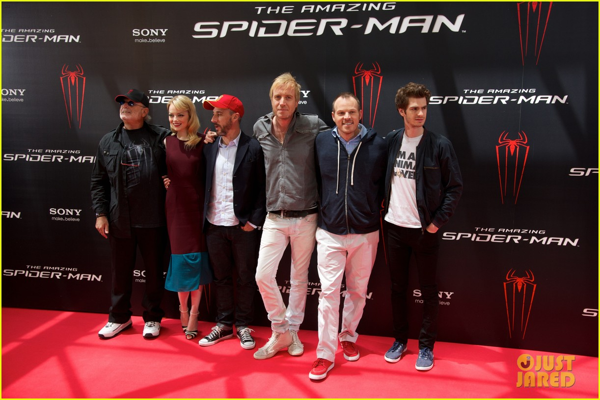 emma stone andrew garfield spider man spain photo call 02