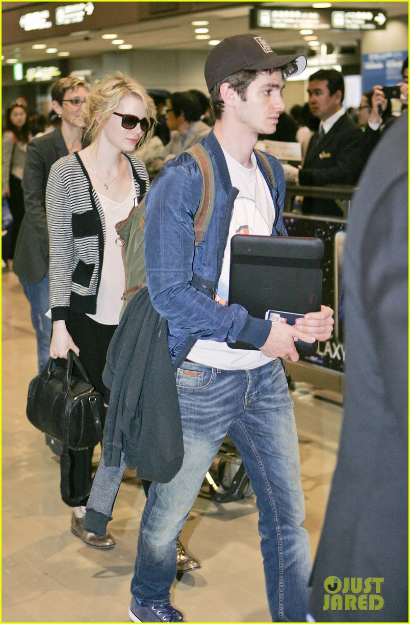 emma stone andrew garfield tokyo arrival 02