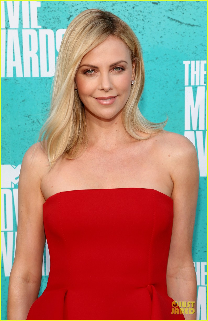 charlize theron mtv movie awards 2012 02