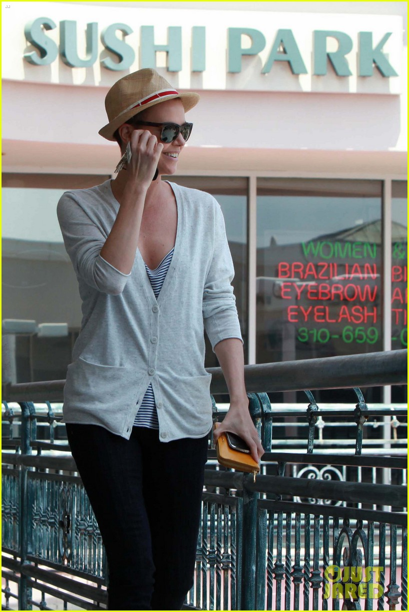 charlize theron sushi park lunch stop 05