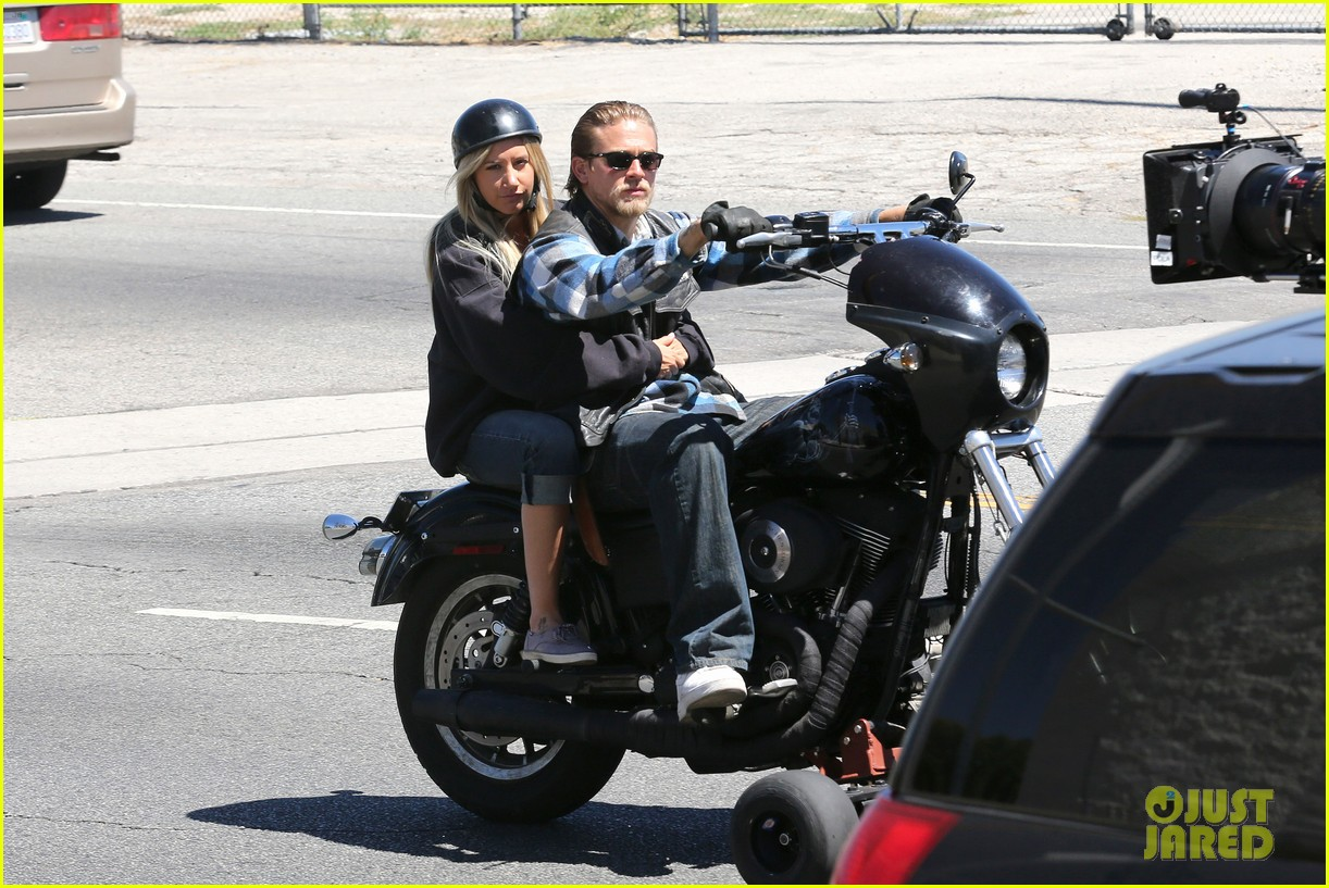 ashley tisdale charlie hunnam sons of anarchy 10