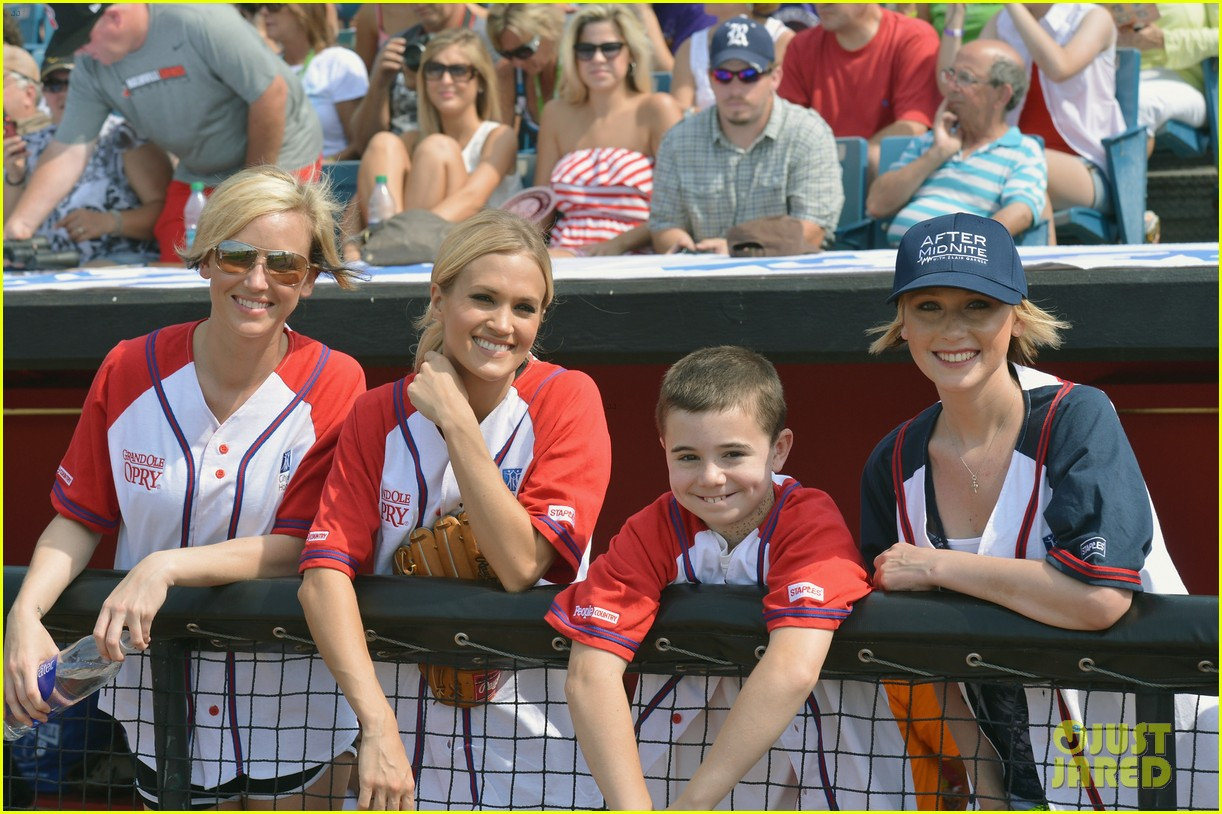 carrie underwood scotty mccreery celebrity softball 19