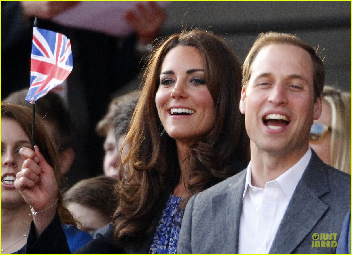 prince william kate prince harry diamond jubilee concert 01