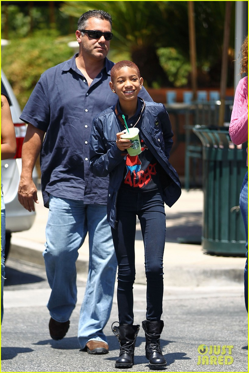 willow smith starbucks stop 09
