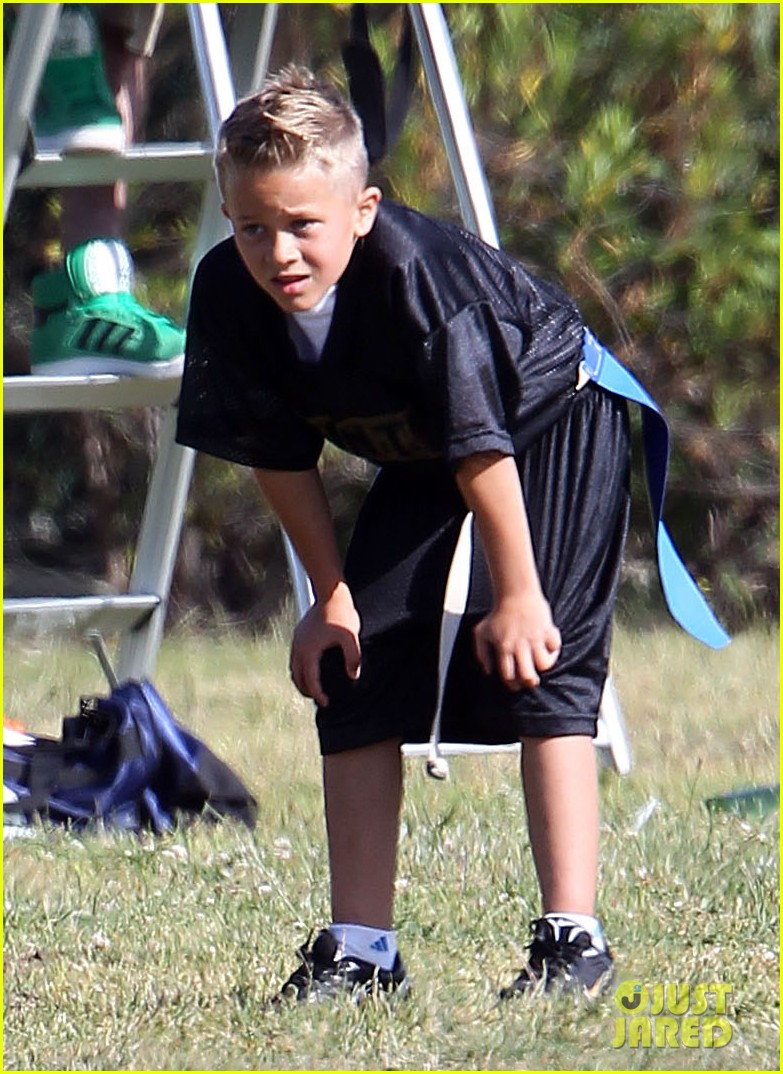 reese witherspoon family flag football 04