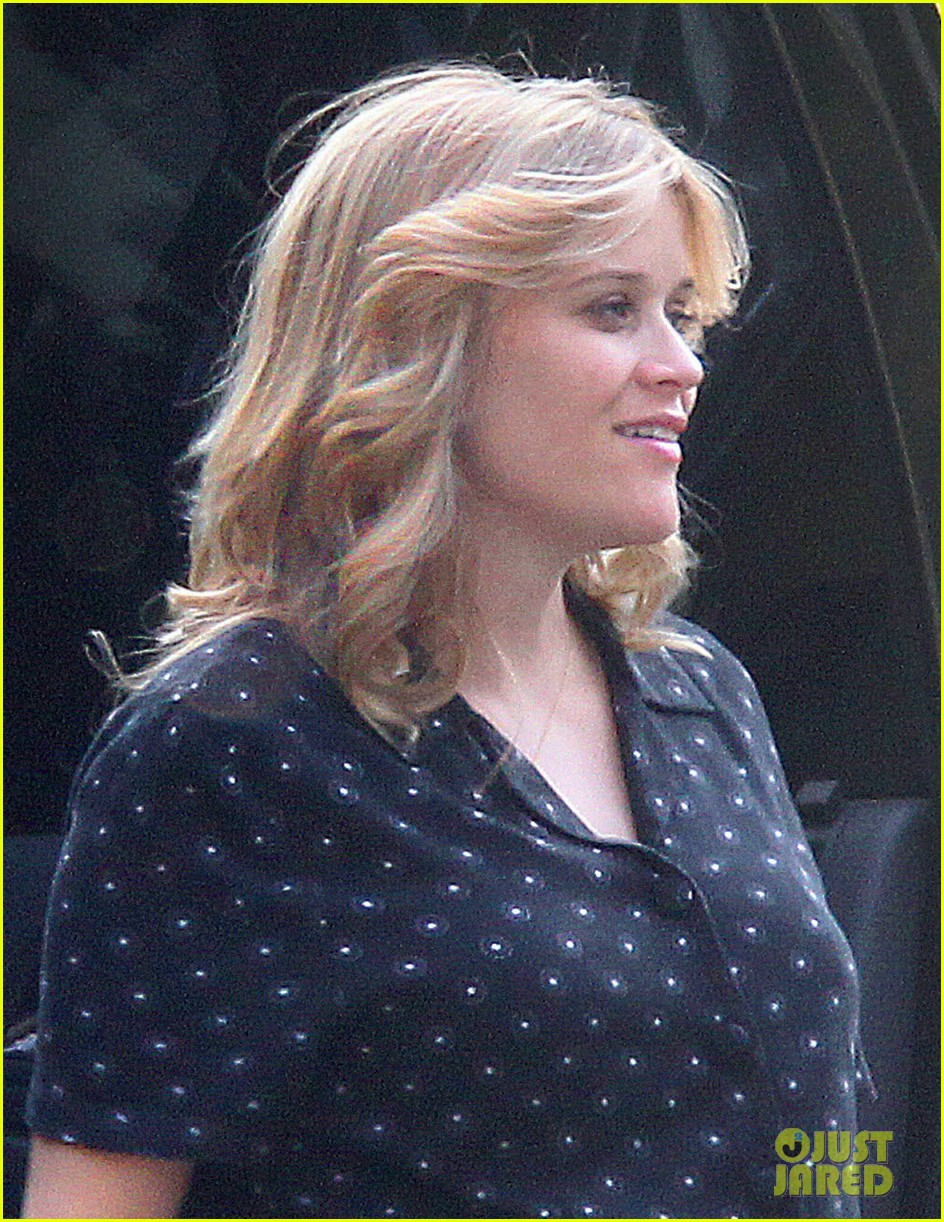 reese witherspoon pregnant on devils knot set 02