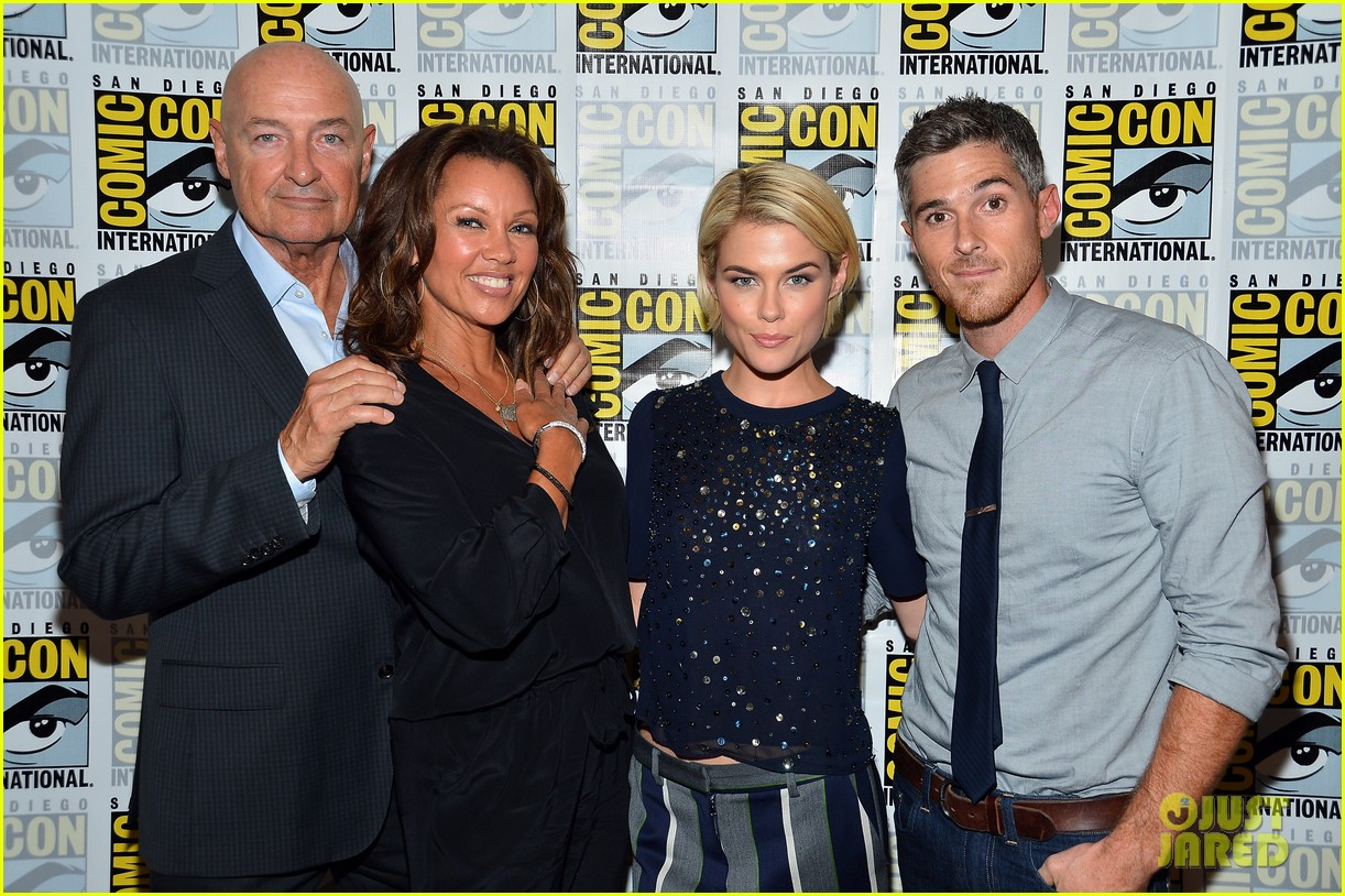 dave annable rachael taylor 666 park avenue at comic con 18