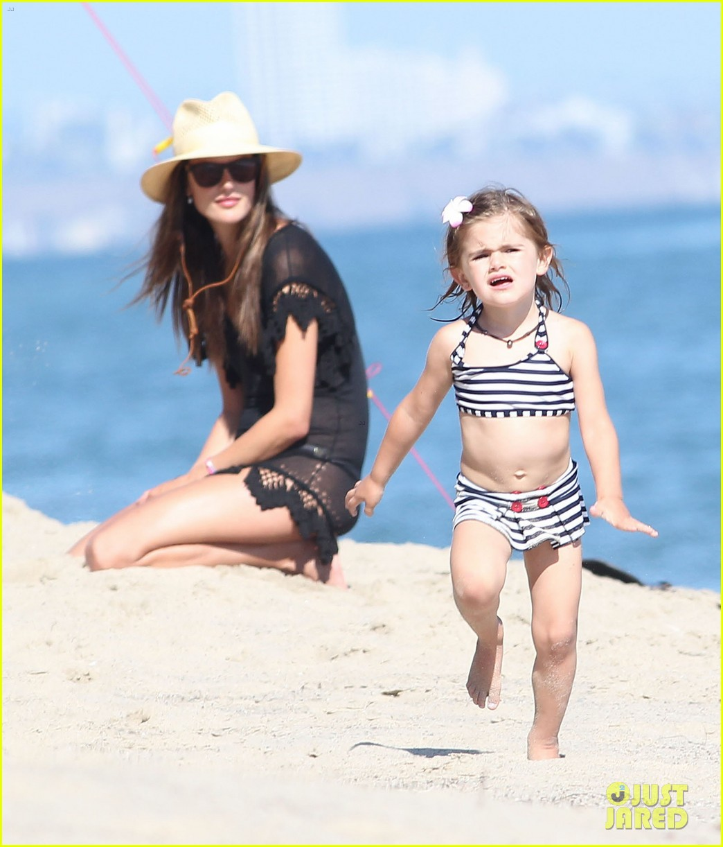 alessandra ambrosio beach time with shirtless jamie mazur 22