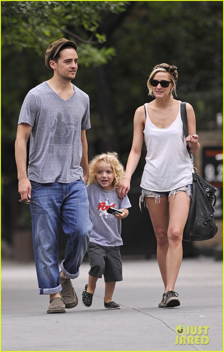 ashlee simpson monday stroll bronx vincent piazza 012691223