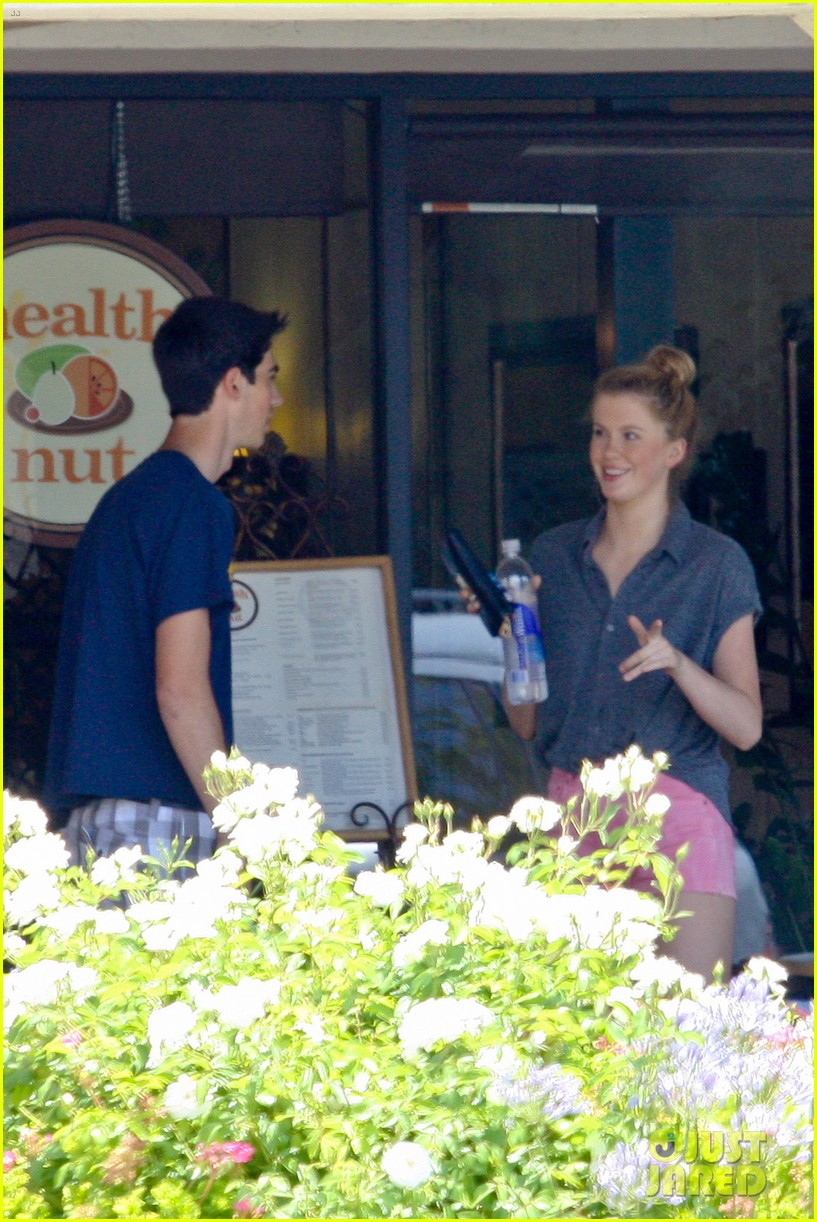 ireland baldwin health nut lunch after alec baldwins wedding 05