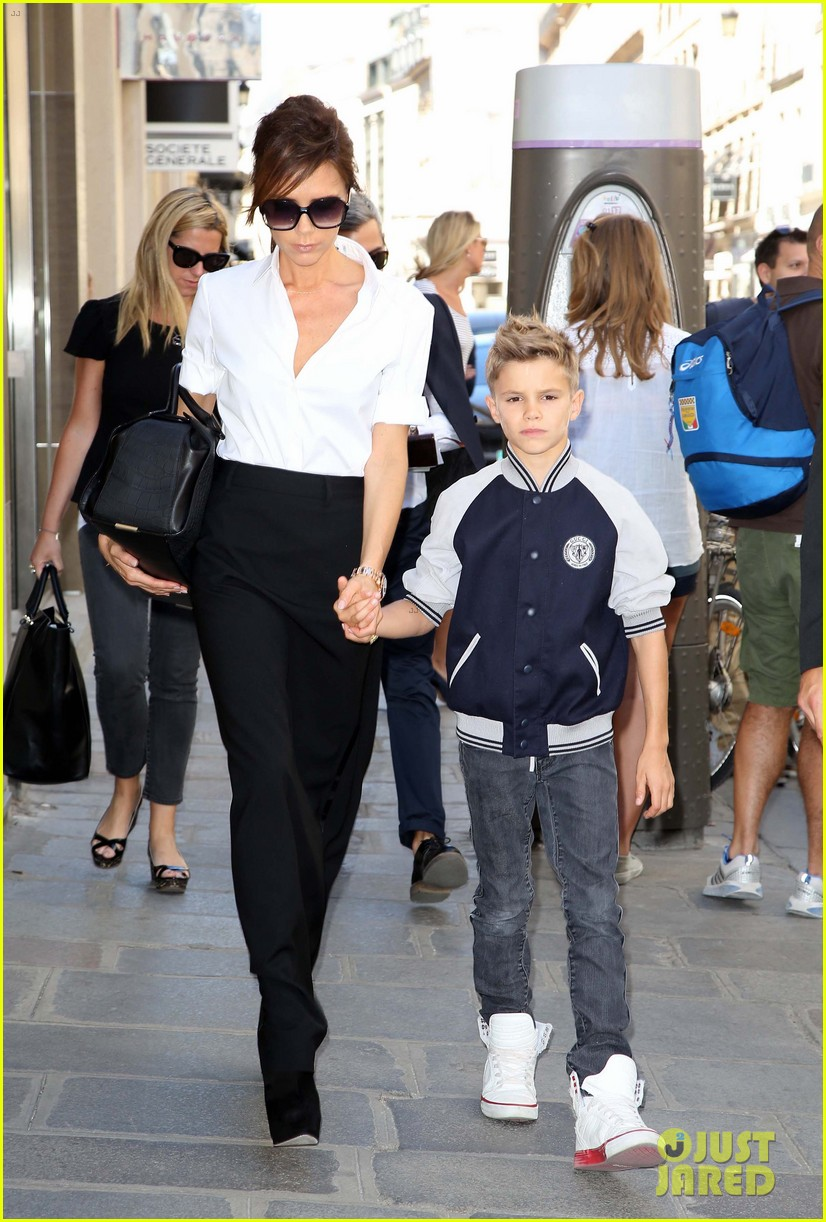 victoria beckham parisian shopping spree with cruz 03
