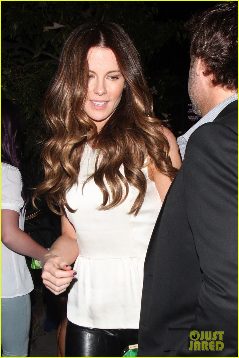 kate beckinsale little door birthday celebration 02