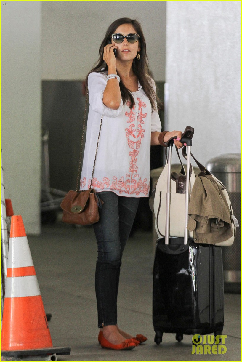 camilla belle lands in los angeles with evolet 05