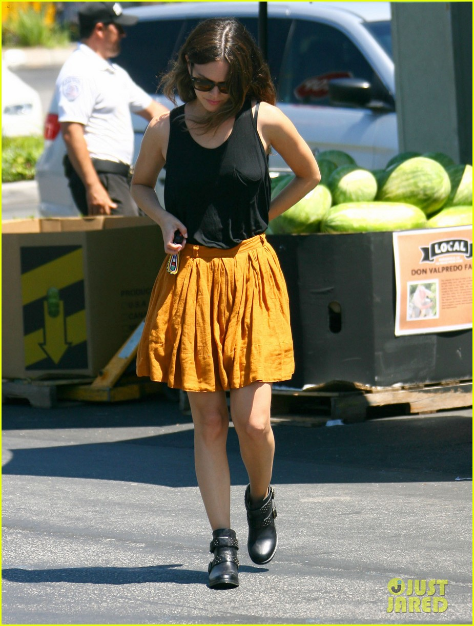 rachel bilson whole foods grocery shopping 01