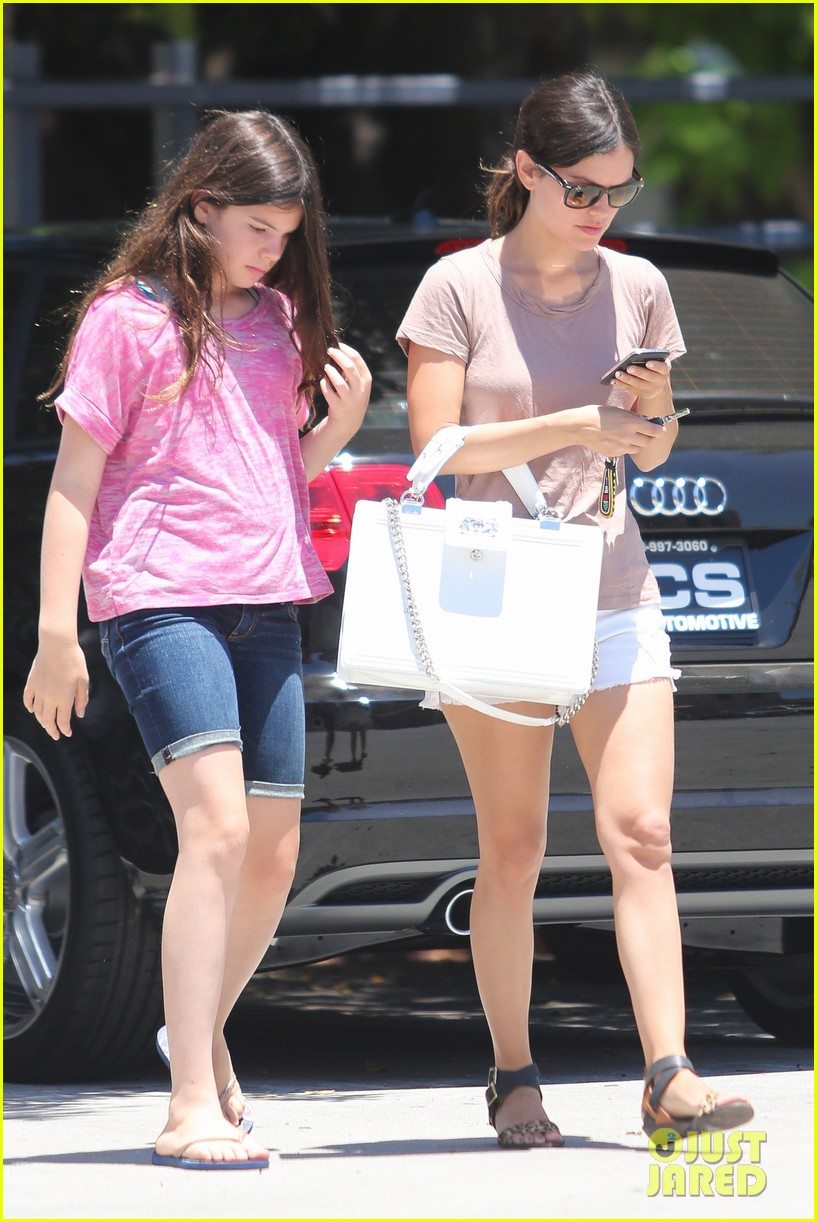 rachel bilson sister shopping 01
